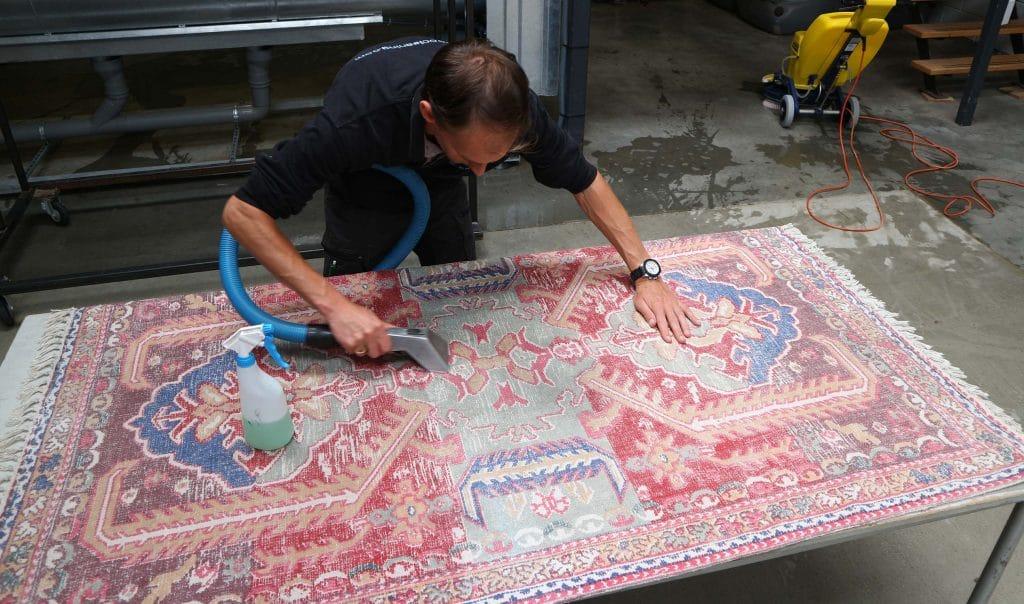 antiek tapijt reinigen